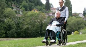 Opiekujący się osobą niepełnosprawną rolnik będzie mógł zostać w KRUS