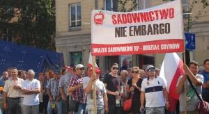 Sadownicy domagają się reakcji władz (zdjęcia z protestu)