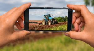 Powstała aplikacja do zamawiania traktora wprost na pole uprawne