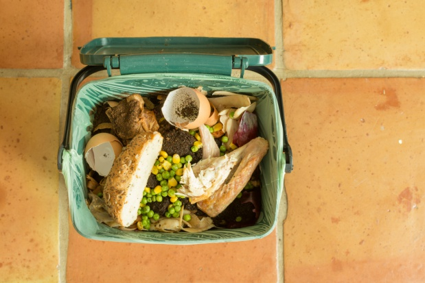 Jak ograniczyć ilość marnowanego w czasie świąt jedzenia? (wideo)