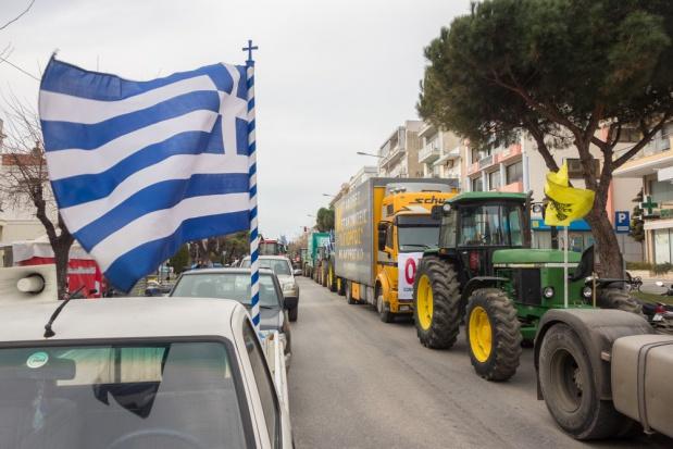 Greccy rolnicy zaostrzają protest