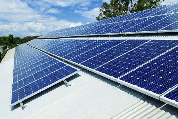 Rynek fotowoltaiczny dobrze się rozwija. Polacy zainteresowani odnawialnymi źródłami energii (video)