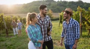 Turyści na Podkarpaciu zwiedzają winnice