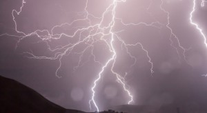 Wtorek przyniesie gwałtowne burze. Będą ulewy i podtopienia