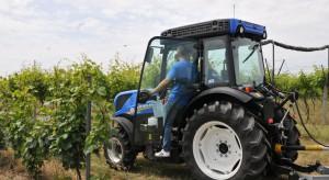 Sadownicze ciągniki New Holland w polskiej winnicy (foto)