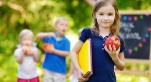 Trwają konsultacje społeczne ws. mleka i owoców w szkole