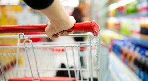 Koszyk cen: Za jabłka, pomidory i paprykę przed świętami zapłacimy więcej