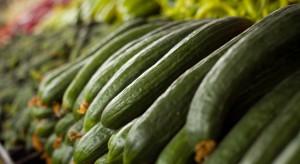 Wielka Brytania: Aktywiści chcą ograniczyć foliowanie świeżych warzyw w supermarketach