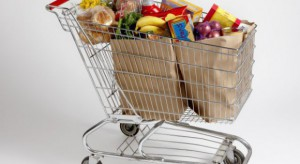 Koszyk cen: Do drogich jabłek w dyskontach dołączają cytrusy, pomidory i papryka