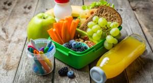 Miliony europejskich dzieci spożywa owoce i warzywa w szkole