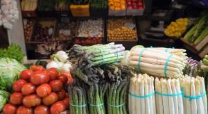 Bronisze: Duża podaż nowalijek i szparagów. Ceny jabłek wysokie