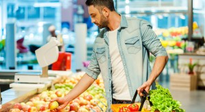 Tesco: świeże owoce i warzywa bez terminów przydatności do spożycia