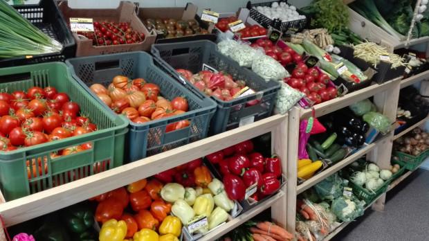 Właściciel lokalnego warzywniaka rezygnuje z plastikowych toreb