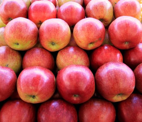 Zagraniczna konkurencja miażdży włoski rynek jabłek