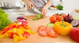 Naukowcy: Dieta obfitująca w warzywa i owoce przeciwdziała utracie słuchu