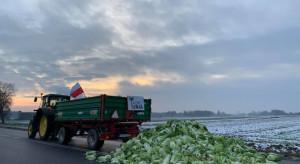 """Michał Kołodziejczak i Agrounia ruszyły z """"powstaniem chłopskim"""". Droga nr 50 zablokowana przez rolników"""