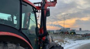"""""""Powstanie chłopskie"""": Rolnicy blokują kolejne drogi niemalże w całym kraju"""