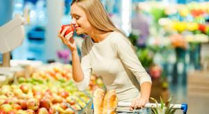 Polacy coraz większą uwagę zwracają na skład i pochodzenie żywności (wideo)