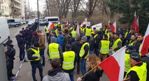 AGROUnia zorganizowała pikietę pod Komendą Rejonową Policji w Warszawie