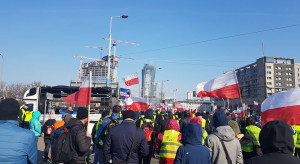 Protestujący rolnicy chcieli złożyć pismo w MRiRW, ale nie zostali tam wpuszczeni