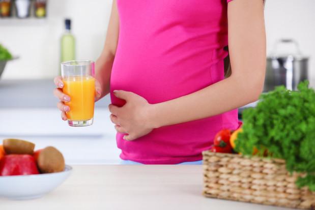 Sok pomarańczowy może stanowić uzupełnienie diety w okresie prenatalnym