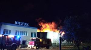 Ogromny pożar hali produkcyjnej firmy Iglotex w Skórczu