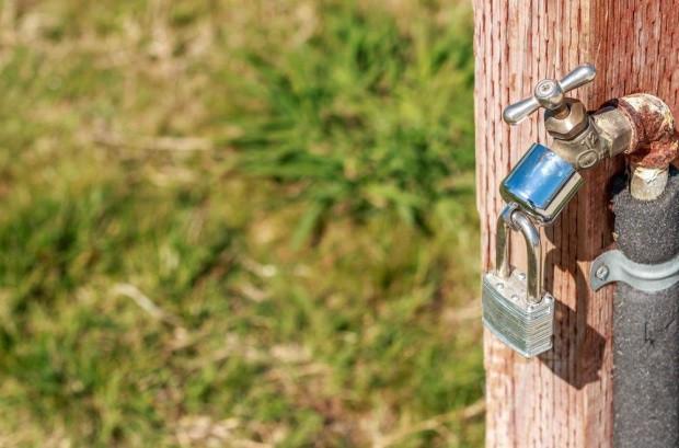 W Skierniewicach brakuje wody. Wprowadzono zakazy dla rolników i działkowców