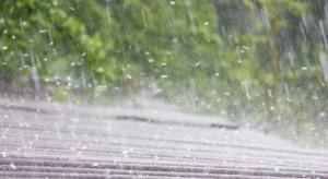 Prognoza pogody: będzie ulewnie padać, możliwe podtopienia i gradobicia