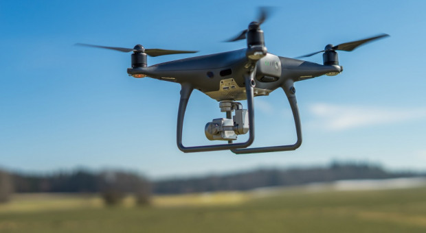 Chiny: drony walczą ze szkodnikami atakującymi lokalne uprawy