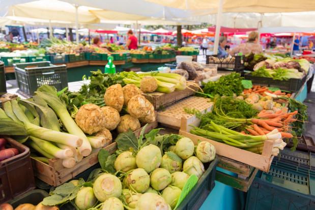 Bronisze: znaczące wzrosty cen ziemniaków, spadek cen pietruszki