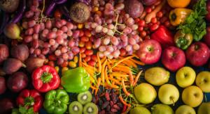 Po jakie owoce i warzywa najchętniej sięgają Polacy?