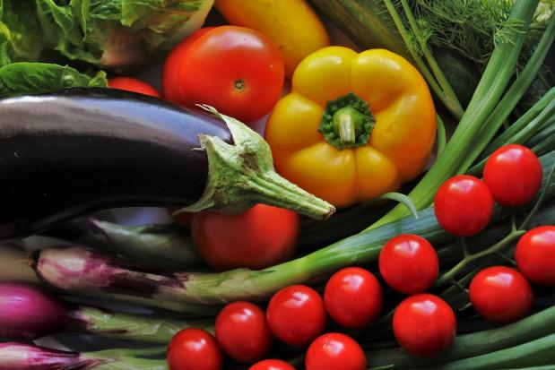 Credit Agricole: Kolejne miesiące przyniosą dalszy wzrost cen owoców i warzyw (analiza)