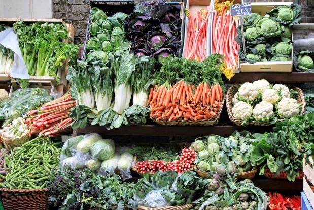 Rolnicy z AgroUnii podmieniali zagraniczne warzywa na polskie w Kauflandzie