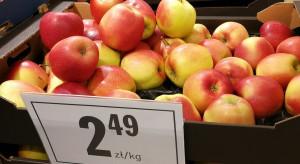Sklepy częściej stawiają na polskie jabłka niż na banany (analiza promocji)