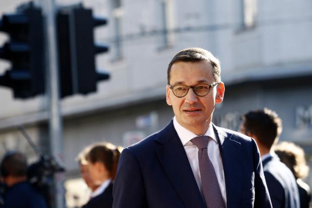 Wypłaty pomocy suszowej i wyrównanie dopłat tematem wizyty premiera w firmie Viktoria na Mazowszu