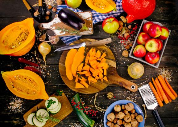 Jesienią warto włączyć do codziennej diety co najmniej 0,5 kg sezonowych warzyw i owoców