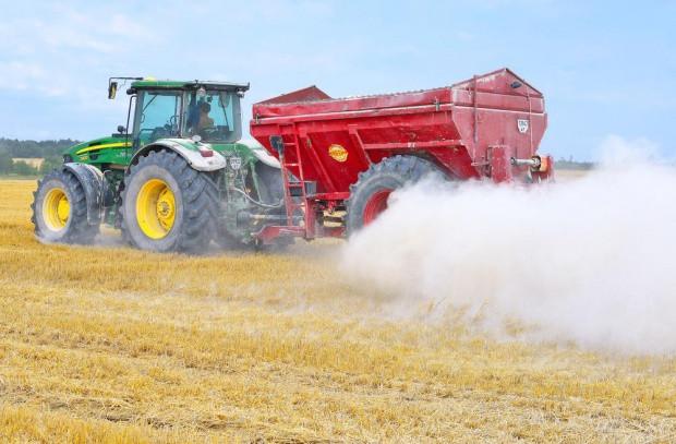 Jesień to najlepsza pora na badanie i odkwaszanie gleb