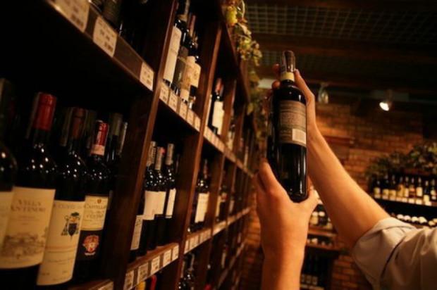 Włochy: dwa miliony butelek młodego wina już w sprzedaży