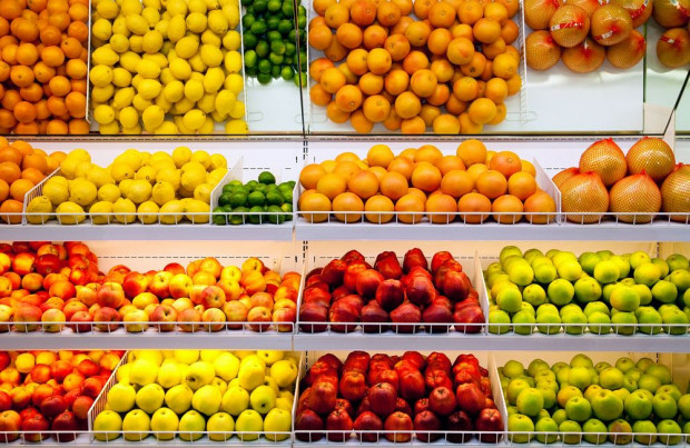 Jabłka w marketach i na straganach droższe od cytrusów