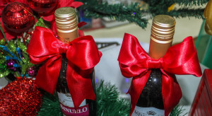 Co trzeci Włoch podaruje pod choinkę żywność lub wino