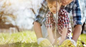 Dzieci uczą się dbać o naturę. Dlaczego tak ważna jest edukacja ekologiczna?