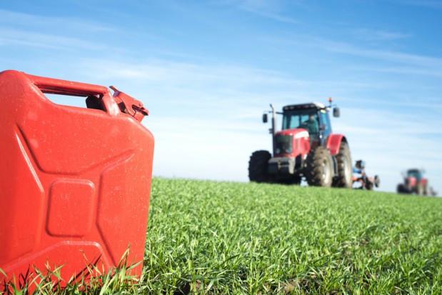 Projekt: W 2020 r. rząd zwróci rolnikom złotówkę za litr zużytego oleju napędowego