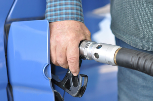 Szansa na obniżki cen paliw na stacjach