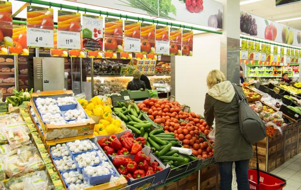Europoseł PiS pyta KE o błędne oznaczanie owoców i warzyw w sieci Biedronka