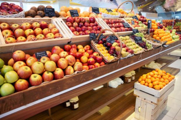 UOKiK: W 2019 r. zakwestionowano prawie 25 proc. partii owoców i warzyw