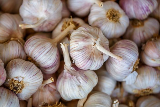 Przez koronawirusa mogą wzrosnąć ceny czosnku, imbiru i przetworów z pomidorów