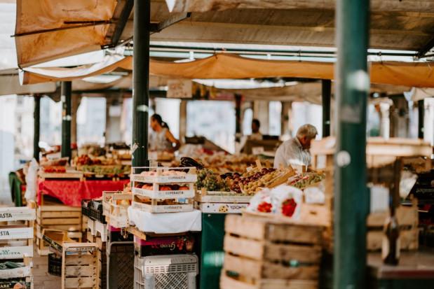Zamknięte targi i bazary w Bułgarii. Niesprzedane produkty kupi państwo