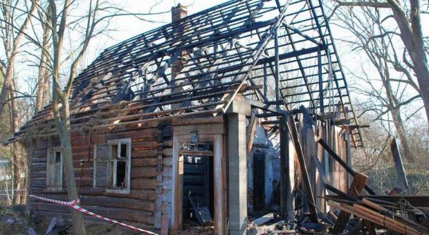 Rozbity gang podpalaczy - palili łąki i budynki
