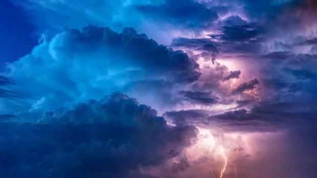 IMGW: ostrzeżenia przed burzami z gradem w siedmiu województwach