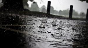 IMGW ostrzega: Intensywne opady deszczu w ośmiu województwach